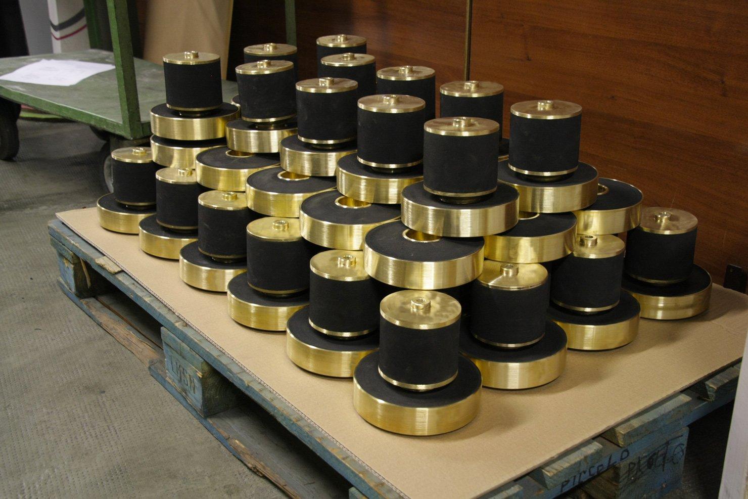 produzione-ammortizzatori-e-antivibranti-industriali-su-misura